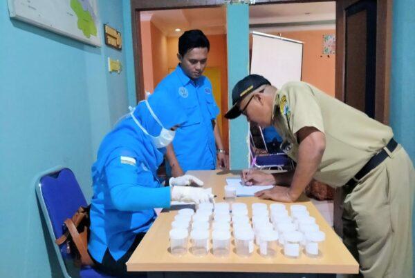 Pemberdayaan Masyarakat Anti Narkoba di Lingkungan Pemerintah (Perangkat Desa dan Pegawai ASN Kecamatan Cikajang) melalui Test Urine