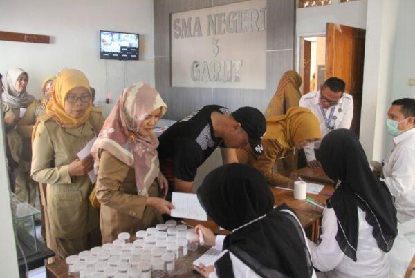 Pemberdayaan Masyarakat Anti Narkoba di Lingkungan Pendidikan (SMAN 3 Garut) melalui Test Urine