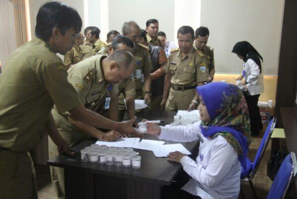 Pemberdayaan Masyarakat Anti Narkoba di Lingkungan Pemerintah (DKP Kab. Garut) melalui Test Urine