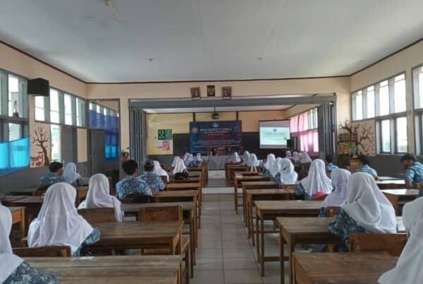 Sosialisasi Bahaya Narkoba Dalam Rangka Pembentukan Karakter Pelajar Berkualitas SMA Negeri 9 Garut